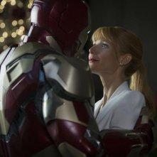 Iron Man 3: Robert Downey Jr. abbraccia la sua assistente Gwyneth Paltrow