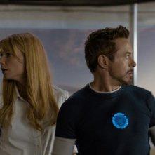 Iron Man 3: Robert Downey Jr. e Gwyneth Paltrow si guardano intorno preoccupati