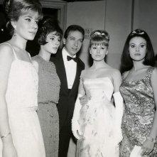Sanremo 1963 - Mike Bongiorno con le sue vallette: Edy Campagnoli, Maria Giovannini, Rossana Armani e Giuliana Copreni.