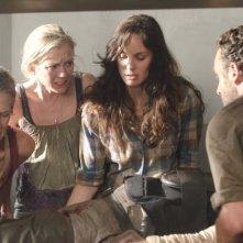 The Walking Dead: Sarah Wayne Callies, Lauren Cohan, Emily Kinney, Melissa Suzanne e Andrew Lincoln nell'episodio Il risveglio