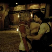 Adelaide Clemens in Silent Hill: Revelation 3D con Kit Harington