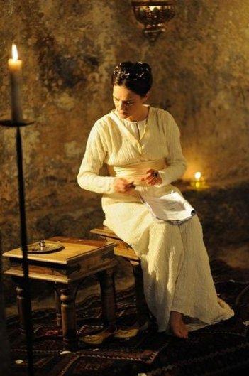 Un milione di giorni: Chiara Caselli è Costanza D'Altavilla in una scena