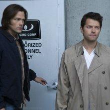 Jared Padalecki e Misha Collins nell'episodio Survival of the Fittest della settima stagione di Supernatural