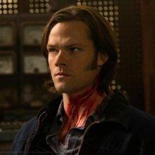 Jared Padalecki in una scena dell'episodio Adventures in Babysitting della settima stagione di Supernatural