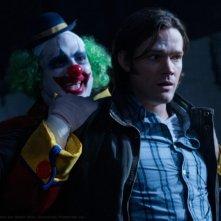 Jared Padalecki in una scena dell'episodio Plucky Pennywhistle's Magic Menagerie della settima stagione di Supernatural
