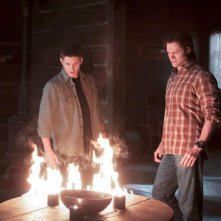 Jensen Ackles e Jared Padalecki in una scena dell'episodio There Will Be Blood della settima stagione di Supernatural