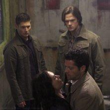 Jensen Ackles, Misha Collins e Jared Padalecki nell'episodio Caged Heat della sesta stagione di Supernatural