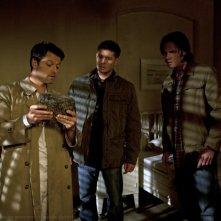 Jensen Ackles, Misha Collins e Jared Padalecki nell'episodio Reading is Fundamental della settima stagione di Supernatural