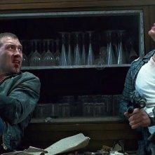 Bruce Willis e Jai Courtney in un'immagine drammatica di Die Hard - Un buongiorno per morire