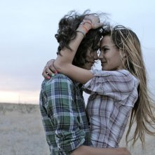 Marfa Girl: Adam Mediano e Mercedes Maxwell in una scena del film