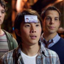 Miles Teller, Justin Chon e Skylar Astin in una scena di Un compleanno da leoni