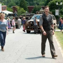 The Walking Dead: Laurie Holden e David Morrissey in una sequenza dell'episodio Benvenuti a Woodbury