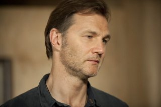 The Walking Dead: un primo piano di David Morrissey nell'episodio Benvenuti a Woodbury