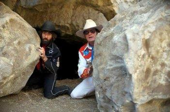 A Glimpse Inside the Mind of Charles Swan III: Charlie Sheen e Jason Schwartzman in una scena del film