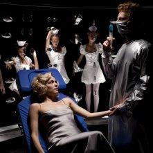 Il volto di un'altra: Laura Chiatti in una surreale scena del film insieme ad Alessandro Preziosi