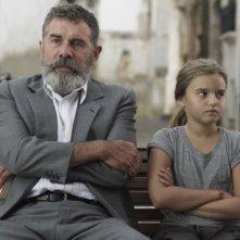 Lluís Soler e Claudia Silva in El hombre de las mariposas - Copyright © 2011 Somnia Cinema