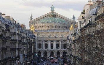 Main dans la main: l'Opera di Parigi in una scena tratta dal film di Valérie Donzelli