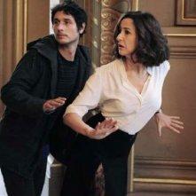 Main dans la main: Valérie Lemercier e Jérémie Elkaïm in una curiosa scena