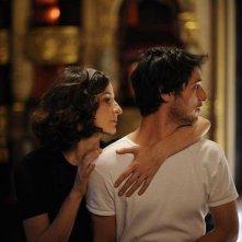 Main dans la main: Valérie Lemercier insieme a Jérémie Elkaïm in una scena