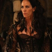 Annabeth Gish in una scena dell'episodio Child of the Moon della serie C'era una volta