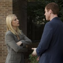 Damian Lewis insieme a Claire Danes in una scena dell'episodio The Clearing della serie TV Homeland