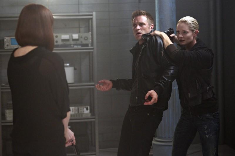 Devon Sawa Sarah Allen E Melinda Clarke In Una Scena Dell Episodio Consequences Della Serie Tv Nikit 256047
