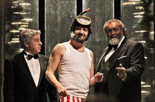 Il peggior Natale della mia vita: Fabio De Luigi con Antonio Catania e Diego Abatantuono in una scena