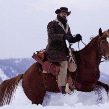 Jamie Foxx cavalca in mezzo alla neve in Django Unchained