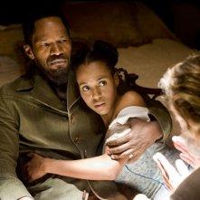 Jamie Foxx e Kerry Washington in un scena di Django Unchained