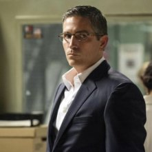 Jim Caviezel in una foto promozionale dell'episodio Bury the Lede della serie TV Person of Interest