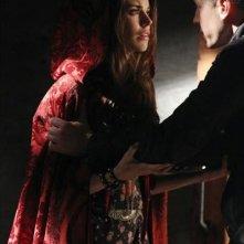 Josn Dallas con Meghan Ory durante una scena dell'episodio Child of the Moon della serie C'era una volta