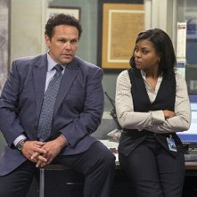 Kevin Chapman insieme a Taraji P. Henson in una scena dell'episodio Bury the Lede della serie TV Person of Interest