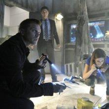 Noah Beah, Lyndsy Fonseca e Devon Sawa in una scena dell'episodio The Sword's Edge della serie televisiva Nikita