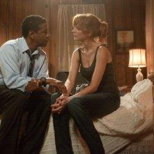 Flight: Denzel Washington con  Kelly Reilly in una scena
