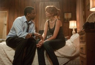 Flight: Denzel Washington con  Kelly Reilly in una scena