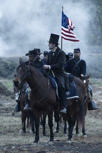 Daniel Day-Lewis è Abraham Lincoln nel film di Spielberg.