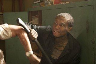 The Walking Dead: Il prigioniero Markice Moore in una scena dell'episodio Dentro e fuori