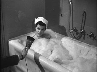 Il gioco degli specchi: Silvana Pampanini in una scena del documentario di Carlo Di Carlo