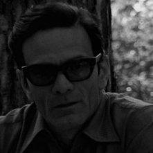 Il gioco degli specchi: un'immagine di Pier Paolo Pasolini tratta dal documentario incentrato sul legame tra società e cinema