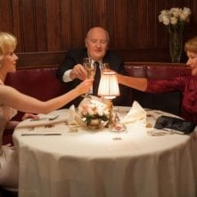 Anthony Hopkins, Scarlett Johansson ed Helen Mirren a tavola in Hitchcock