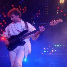 Hungarian Rhapsody: Queen Live in Budapest, il bassista John Deacon sul palco di Budapest