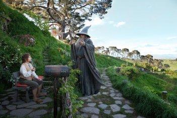 Martin Freeman e Ian McKellen sul sentiero della Terra di Mezzo in Lo Hobbit - Un viaggio inaspettato