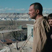 Aspettando il mare: Anastasia Mikulchina e Egor Beroev in una scena del film