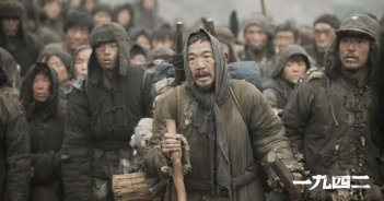 Back to 1942: Chen Daoming in una scena del film