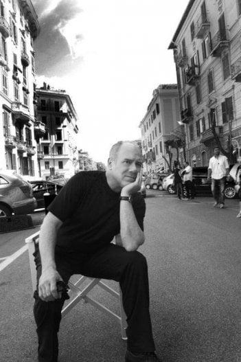 Carlo!: Carlo Verdone in una scena in bianco e nero del documentario a lui dedicato
