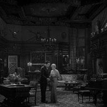 Frankenstein: John Boles con Mae Clarke in una scena del film