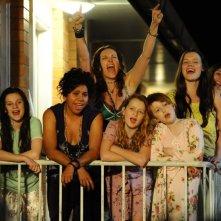 Mental: Toni Collette in una scena del film con le ragazze protagoniste del film