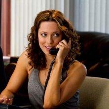 Rebecca Hall al telefono in una scena di Lay the Favorite