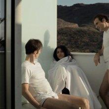 The gang f the Jotas: Marjane Satrapi in una scena insieme a Stéphane Roche e Matthias Ripa