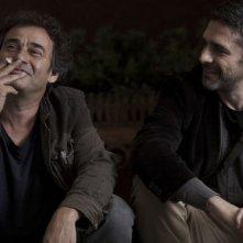 Una pistola en cada mano: Eduard Fernández insieme a Leonardo Sbaraglia in una scena